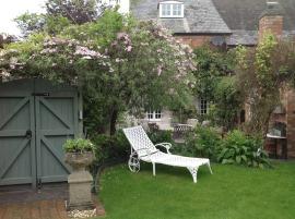 bien choisir sa chaise longue de jardin le blog de lazy susan. Black Bedroom Furniture Sets. Home Design Ideas
