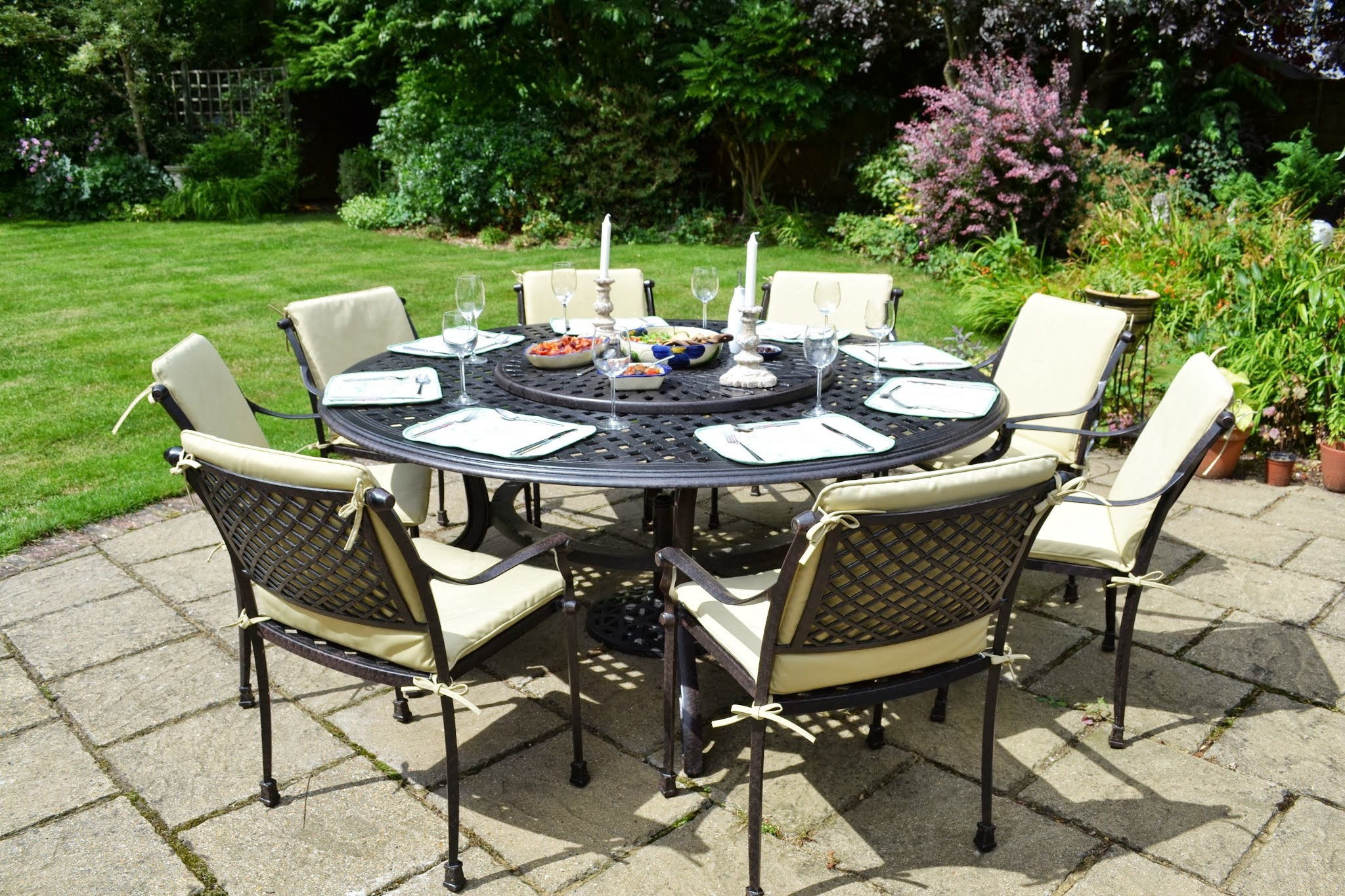 Comparatif tables de jardin plateau tournant le blog - Salon de jardin table ronde en aluminium ...