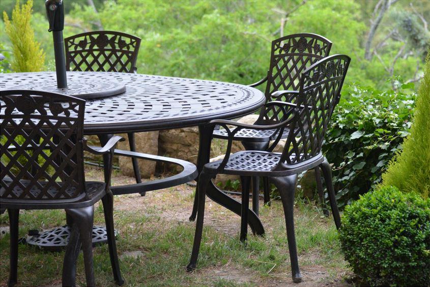 Photos de meubles de jardin les r sultats de notre concours du mois de mai le blog de lazy - Table jardin ovale le havre ...