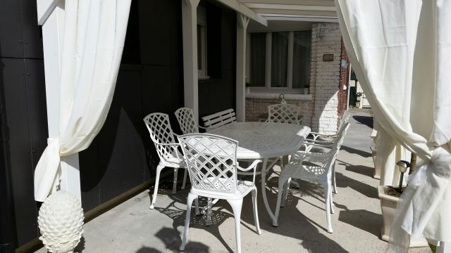 Table-de-jardin-blanche-aluminium